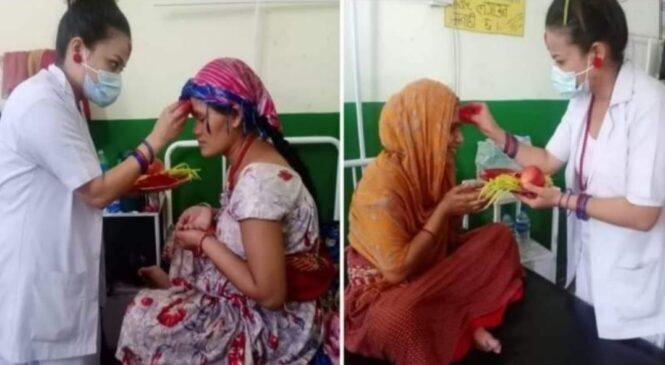 नर्सले अस्पतालको बेडमा दशैंको टीका लगाई दिदा बिरामीको मुहारमा छाएको खुसी !